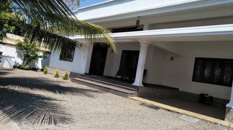 2000 sqft, 3 bhk IndependentHouse in Builder Project Aluva, Kochi at Rs. 1.2500 Cr