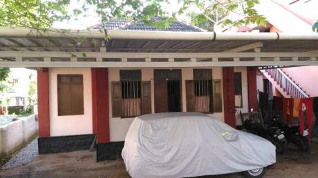 1000 sqft, 4 bhk IndependentHouse in Builder Project Mannammoola, Trivandrum at Rs. 15000