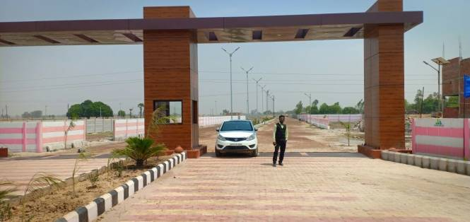 1000 sqft, Plot in Builder shine city panchjanh royal regideci Mathura NH2, Mathura at Rs. 5.0000 Lacs