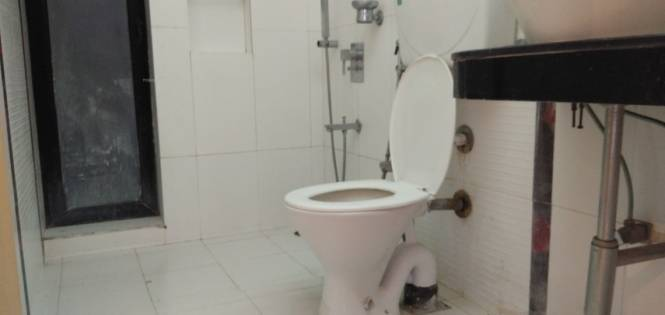 1245 sqft, 3 bhk Apartment in Lokhandwala Sapphire Heights Kandivali East, Mumbai at Rs. 32000