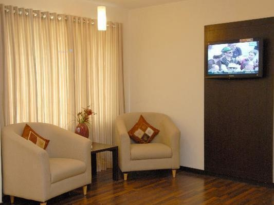 1800 sqft, 3 bhk Apartment in Builder Project Khar West, Mumbai at Rs. 1.8000 Lacs