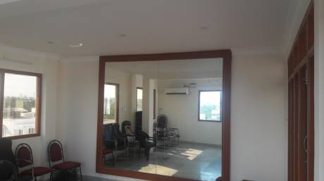 2000 sqft, 3 bhk BuilderFloor in Builder Project Uthandi, Chennai at Rs. 25000