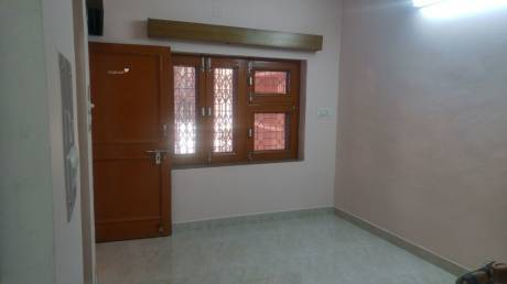 600 sqft, 1 bhk IndependentHouse in Builder Project Sector 27 E Block, Noida at Rs. 15000