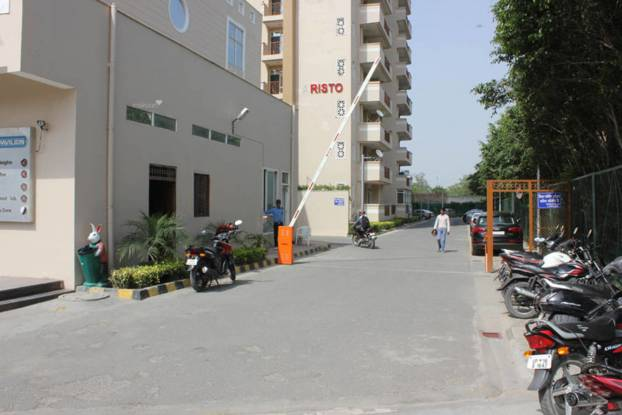 1295 sqft, 3 bhk Apartment in Supertech 34 Pavilion Sector 34, Noida at Rs. 21000