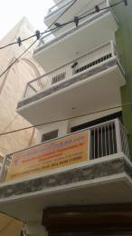 950 sqft, 3 bhk BuilderFloor in Builder Project Bank Colony, Delhi at Rs. 42.0000 Lacs