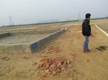 450 sqft, Plot in Builder Project Hazipur, Noida at Rs. 1.5000 Lacs